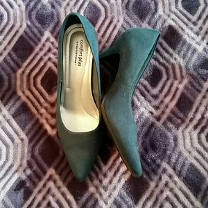 Classy Pointed Toe Pumps